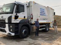 Ο Δήμος Πεντέλης παρέλαβε το πρώτο νέο απορριμματοφόρο μετά από πολλά χρόνια. Σύγχρονο με σύστημα εσωτερικής πλύσης κάδων, θα αντικαταστήσει ένα παλαιό όχημα. Δήμητρα Κεχαγιά: Με πόρους που εξασφαλίζουμε για το Δήμο μας, υλοποιούμε το σχέδιό μας για μια πόλη καθαρή και τακτοποιημένη